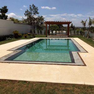 piso fulget na piscina